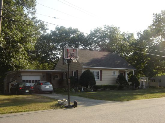 4 Standish Rd, Lawrence, MA 01843