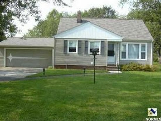 5550 Columbia Dr, Bedford Hts, OH 44146