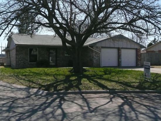 5406 NW Cottonwood Dr, Lawton, OK 73505