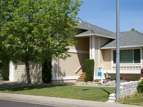 107 Woodstock Cir, Vacaville, CA 95687