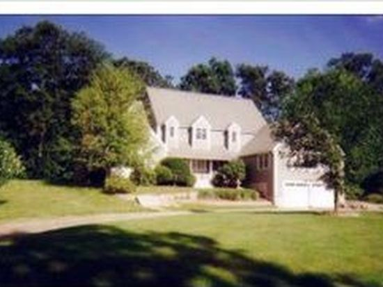 32 Page Ln, Hampstead, NH 03841