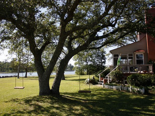 3 bed 2 bath Single Family at 1103 Tuttles Grove Rd Beaufort, NC, 28516 is for sale at 1.90m - 1 of 27