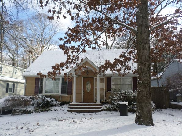 4 bed 2 bath Single Family at 190 ICELAND DR HUNTINGTON STATION, NY, 11746 is for sale at 370k - 1 of 6