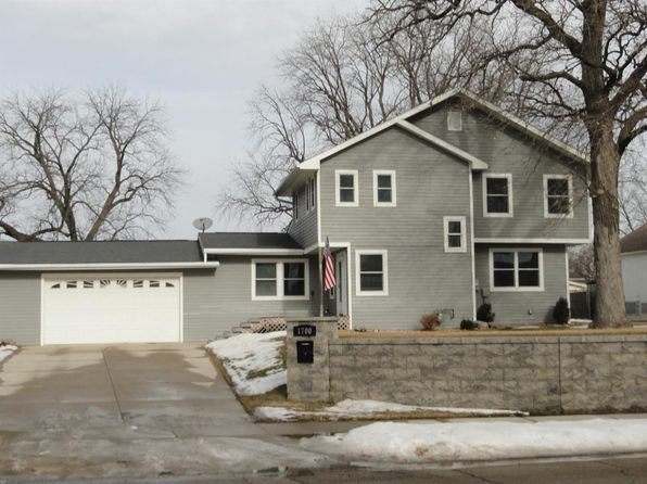 3 bed 2 bath Single Family at 1700 Main Ave Clear Lake, IA, 50428 is for sale at 269k - 1 of 25