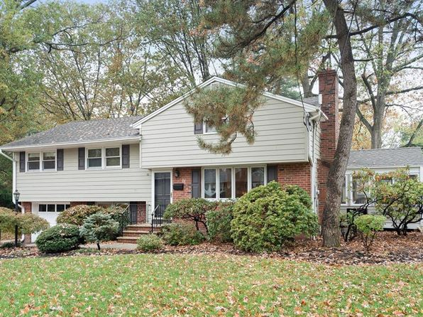 4 bed 4 bath Single Family at 16 Lexington Dr Metuchen, NJ, 08840 is for sale at 610k - 1 of 18