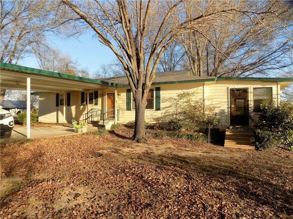 3 bed 2 bath Single Family at 1902 Beavers Pt Bonham, TX, 75418 is for sale at 215k - 1 of 27