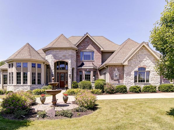 5 bed 5 bath Single Family at 555 Hawks Ridge Rd Brookfield, WI, 53045 is for sale at 975k - 1 of 25