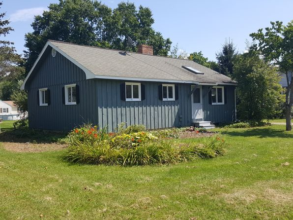 3 bed 2 bath Single Family at 4 Magnolia St Great Barrington, MA, 01230 is for sale at 289k - 1 of 10