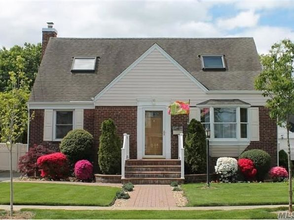 5 bed 2 bath Single Family at 63 Morris Ave W Malverne, NY, 11565 is for sale at 549k - 1 of 17