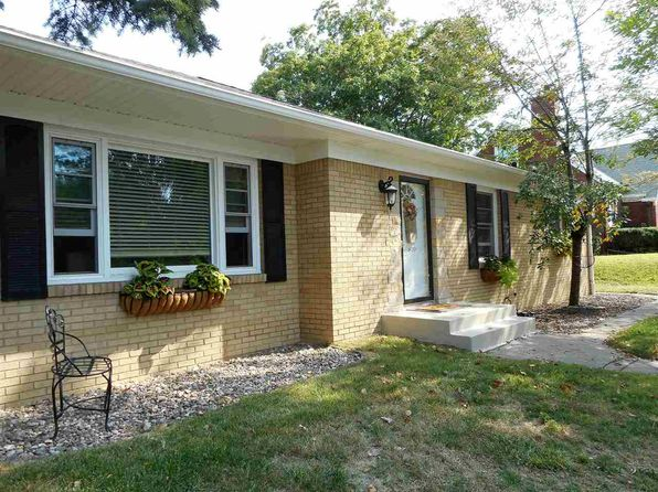 2 bed 3 bath Single Family at 810 Spalding Blvd Davenport, IA, 52804 is for sale at 174k - 1 of 24