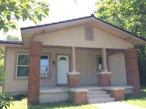 2 bed 2 bath Single Family at 956 E Davis Ave Fort Worth, TX, 76104 is for sale at 95k - 1 of 16