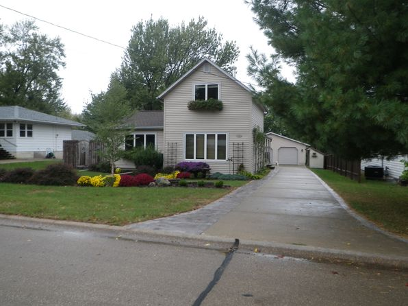 3 bed 2 bath Single Family at 1303 Central Ave Center Point, IA, 52213 is for sale at 176k - 1 of 17