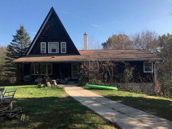 3 bed 3 bath Single Family at W336N746 Meadow Ln Delafield, WI, 53018 is for sale at 299k - 1 of 24