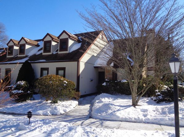 2 bed 3 bath Townhouse at 37 Cheshire Sq Little Silver, NJ, 07739 is for sale at 430k - 1 of 11