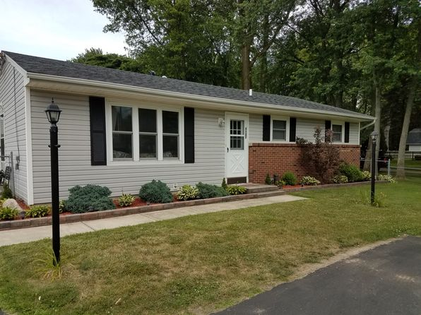 3 bed 1 bath Single Family at 6822 Douglas Rd Lambertville, MI, 48144 is for sale at 137k - 1 of 32