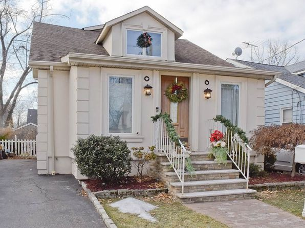 4 bed 3 bath Single Family at 14 Clark Pl Bloomfield, NJ, 07003 is for sale at 320k - 1 of 15