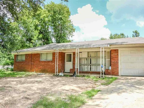 3 bed 2 bath Single Family at 1200 BERRY LN LONGVIEW, TX, 75602 is for sale at 100k - 1 of 3