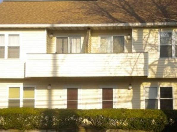 1 bed 1 bath Condo at 156 Liberty St Little Ferry, NJ, 07643 is for sale at 140k - 1 of 5
