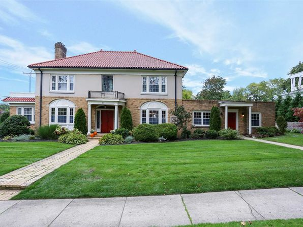 5 bed 5 bath Single Family at Undisclosed Address HUNTINGTON, NY, 11743 is for sale at 1.25m - 1 of 20