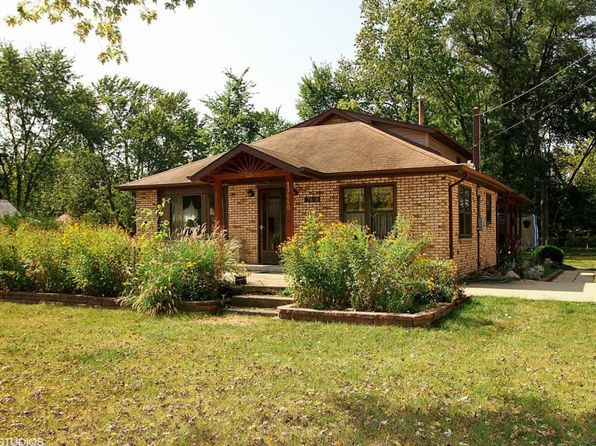 4 bed 2 bath Single Family at 17640 Highland Ave Tinley Park, IL, 60477 is for sale at 217k - 1 of 15