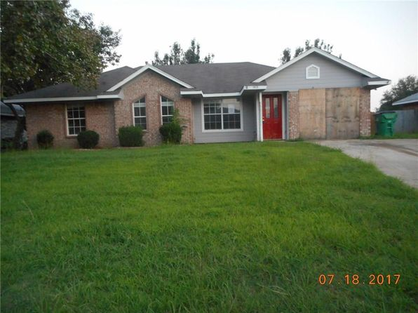 3 bed 2 bath Single Family at 1903 La Fontaine Ln Greenville, TX, 75402 is for sale at 120k - 1 of 14