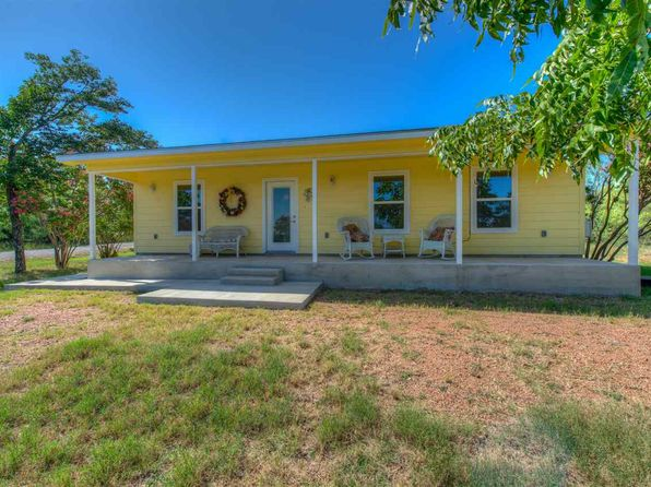 3 bed 2 bath Single Family at 1102 Choctaw Trl Kingsland, TX, 78639 is for sale at 170k - 1 of 25