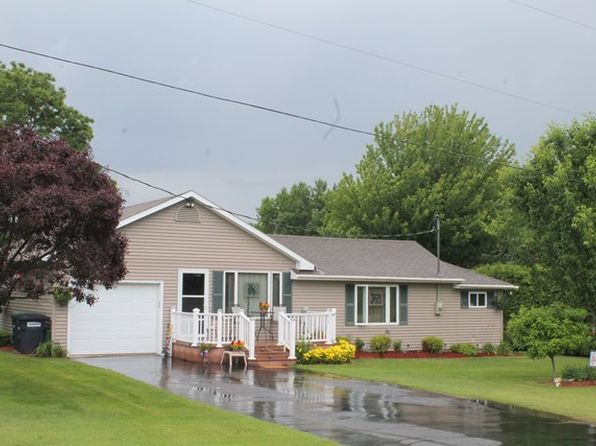 2 bed 1 bath Single Family at 138 Broadwell Rd Morrisonville, NY, 12962 is for sale at 165k - 1 of 36