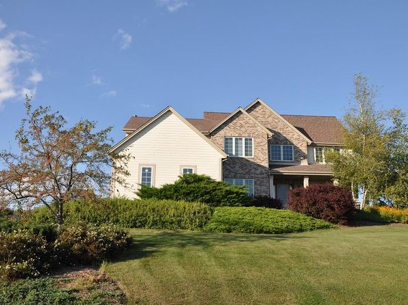 4 bed 3 bath Single Family at N52W26944 Jessica Dr Pewaukee, WI, 53072 is for sale at 450k - 1 of 25