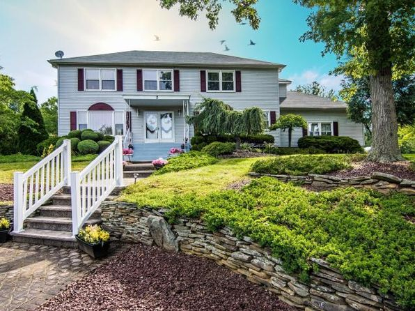 4 bed 4 bath Single Family at 2 Leitrim Ln Hazlet, NJ, 07730 is for sale at 550k - 1 of 32