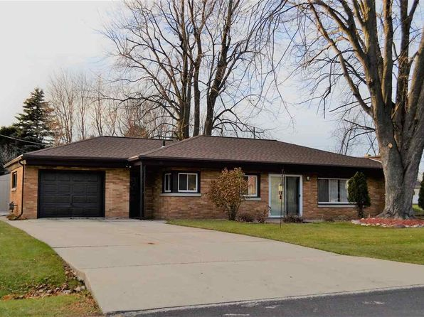 2 bed 1 bath Single Family at 1621 N Lynndale Dr Appleton, WI, 54914 is for sale at 96k - 1 of 4