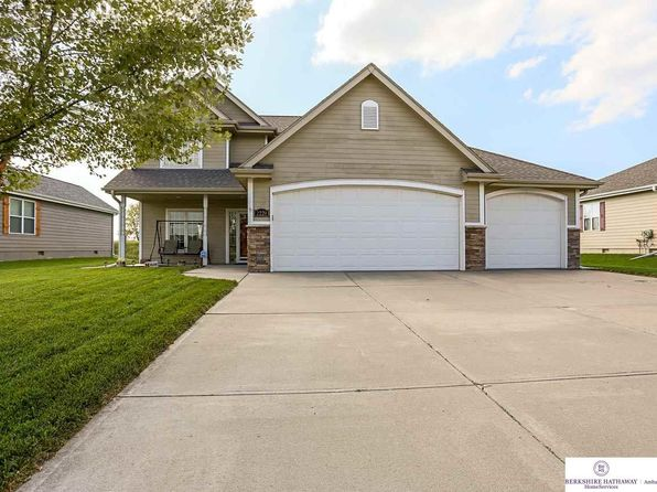 3 bed 3 bath Single Family at 2220 Thomas Dr Waterloo, NE, 68069 is for sale at 215k - 1 of 23