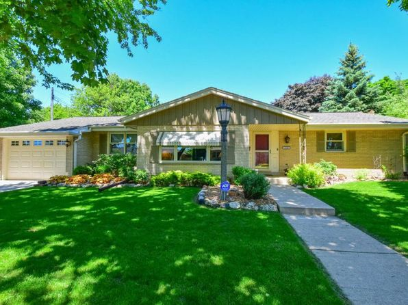 2 bed 2 bath Single Family at 9800 W Sarasota Pl Wauwatosa, WI, 53222 is for sale at 200k - 1 of 27