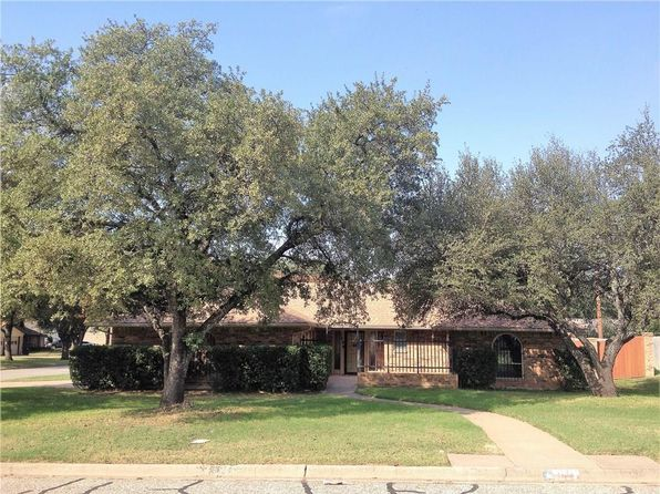 4 bed 2 bath Single Family at 1708 High Mesa Dr Cleburne, TX, 76033 is for sale at 160k - 1 of 29