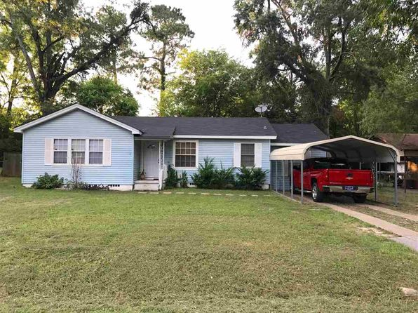 3 bed 1 bath Single Family at 824 W Holland St Carthage, TX, 75633 is for sale at 70k - 1 of 9