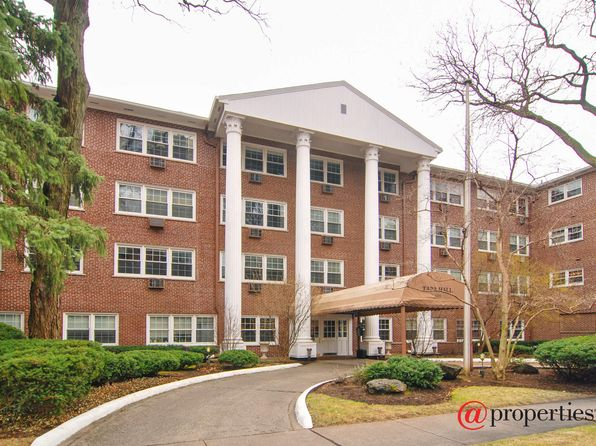 2 bed 2 bath Condo at 1025 Randolph St Oak Park, IL, 60302 is for sale at 140k - 1 of 10