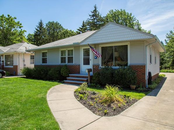 3 bed 2 bath Single Family at 931 High St Bedford, OH, 44146 is for sale at 95k - 1 of 22