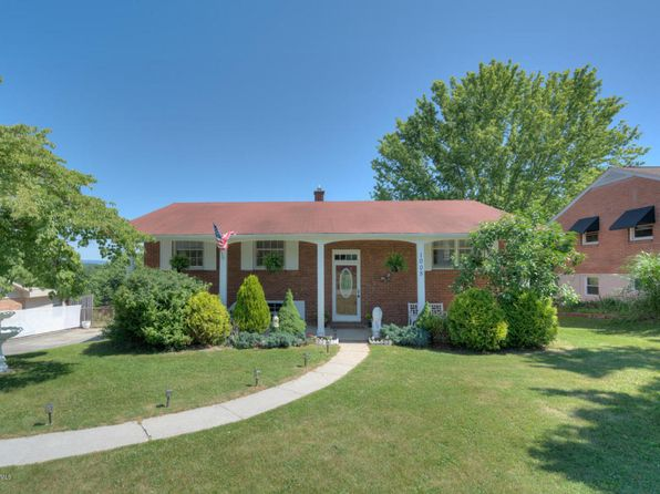 4 bed 2 bath Single Family at 1005 Pendleton St Radford, VA, 24141 is for sale at 173k - 1 of 24
