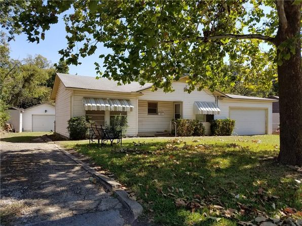 1 bed 1 bath Single Family at 822 Red Bud Dr Duncanville, TX, 75137 is for sale at 95k - 1 of 11