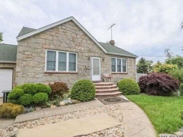 1 bed 1 bath Single Family at 53 Deauville 68000 Copiague, NY, 11726 is for sale at 320k - 1 of 13