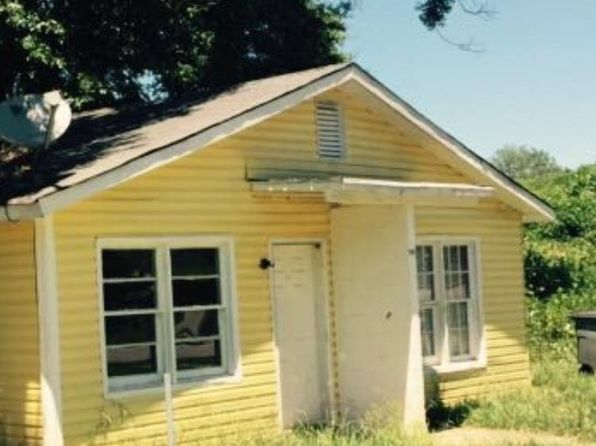 2 bed 2 bath Single Family at 215 BELL ST LAGRANGE, GA, 30241 is for sale at 18k - 1 of 4