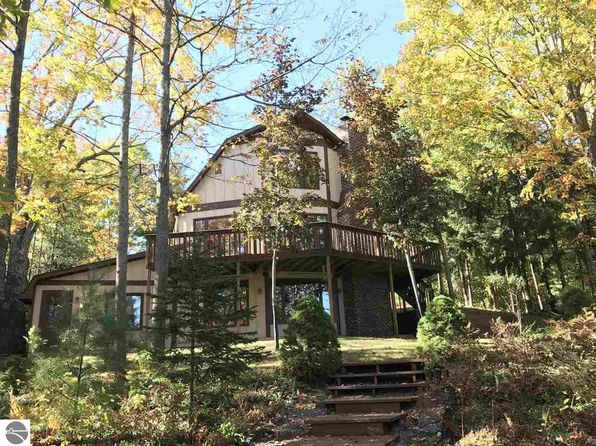 5 bed 3 bath Single Family at 2467 McNab Ct Traverse City, MI, 49696 is for sale at 355k - 1 of 36