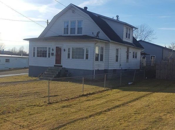 4 bed 2 bath Single Family at 121 S LILLY AVE IRVINE, KY, 40336 is for sale at 130k - google static map