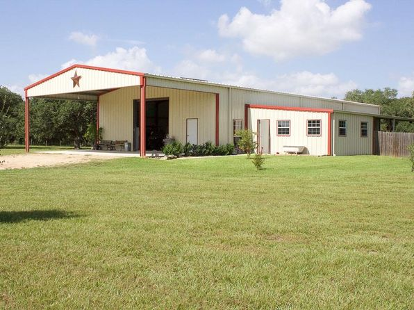 2 bed 3 bath Single Family at 495 County Road 379 El Campo, TX, 77437 is for sale at 435k - 1 of 32