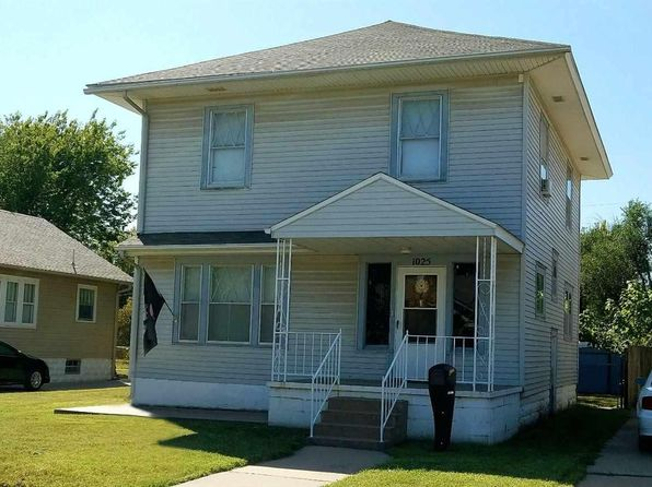 3 bed 1.5 bath Single Family at 1025 N Monroe St Hutchinson, KS, 67501 is for sale at 95k - 1 of 18