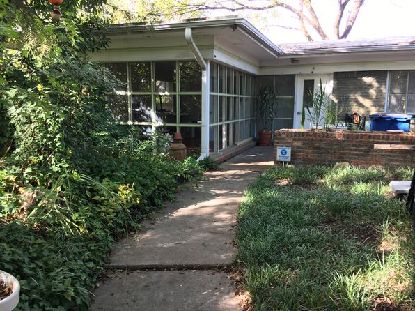 3 bed 2 bath Single Family at 7033 Gaston Pkwy Dallas, TX, 75214 is for sale at 405k - 1 of 7
