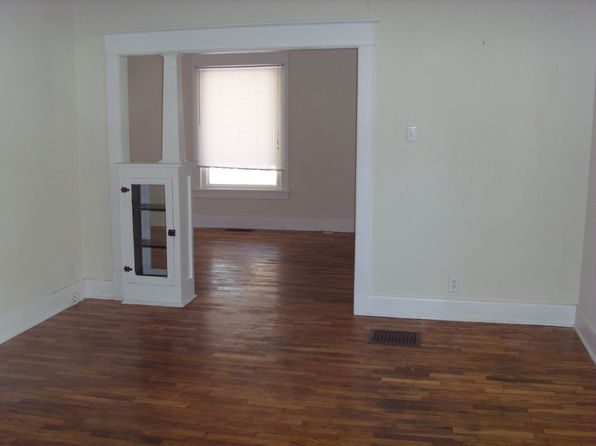 3 bed 2 bath Single Family at 1007 E Main St Urbana, IL, 61802 is for sale at 110k - 1 of 2