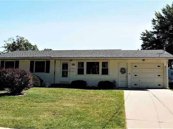 3 bed 2 bath Single Family at 2205 11th Ave Marion, IA, 52302 is for sale at 138k - 1 of 26
