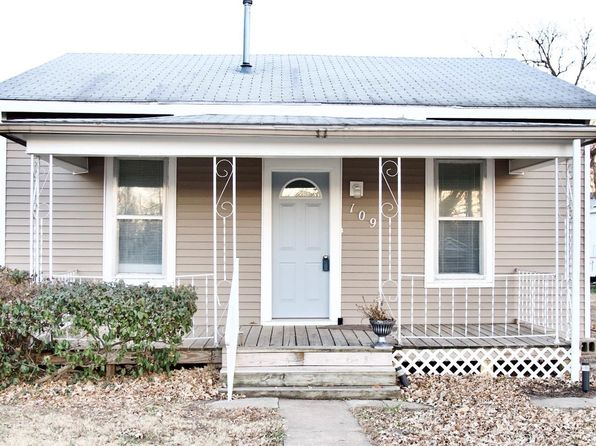 lindsborg singles What is there to do in lindsborg  new hall is a mix of single rooms with a private bath, two single rooms with a shared bath, quad rooms with a shared bath, .