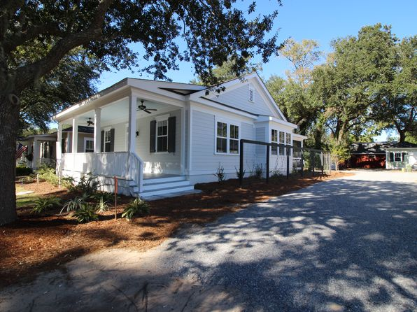 2 bed 2 bath Single Family at 1405 Lafayette St Beaufort, SC, 29902 is for sale at 295k - 1 of 24