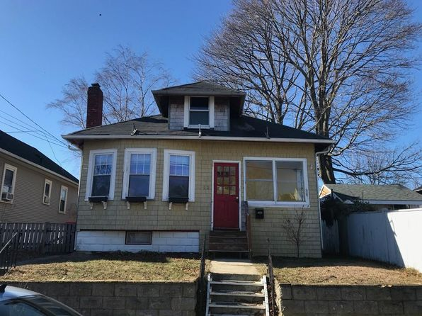 2 bed 1 bath Single Family at 52 CHERRY ST FAIRHAVEN, MA, 02719 is for sale at 179k - 1 of 27